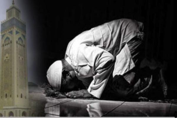 স্ত্রীর ওপর শ্লীলতাহানির কথা শোনার আগে আল্লাহ যেন তার মৃত্যু দেয়- এমন দোয়া করার পর নামাজরত অবস্থায় বৃদ্ধের মৃত্যু