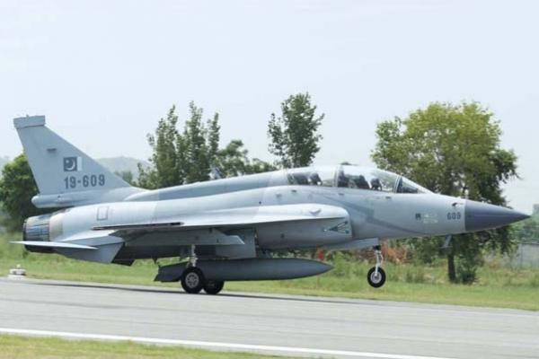 পাকিস্তান বিমানবাহিনীতে যুক্ত হল নিজেদের তৈরি থানডার যুদ্ধবিমান