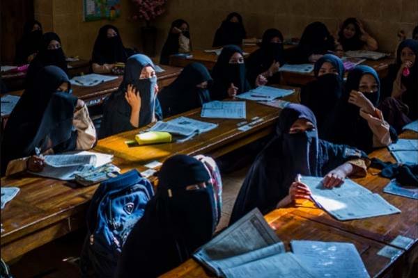 ইন্দোনেশিয়ায় শিক্ষা প্রতিষ্ঠানে বাধ্যগত ধর্মীয় পোশাক পরাকে নিষিদ্ধ ঘোষণা