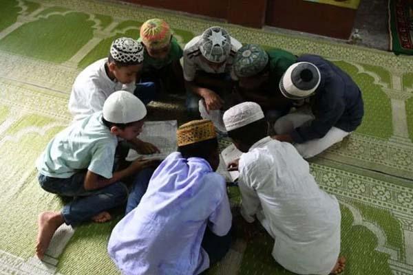 ভারতের মাদ্রাসায় হিন্দু ধর্মগ্রন্থ পড়ানোর উদ্যোগ বিজেপি সরকারের