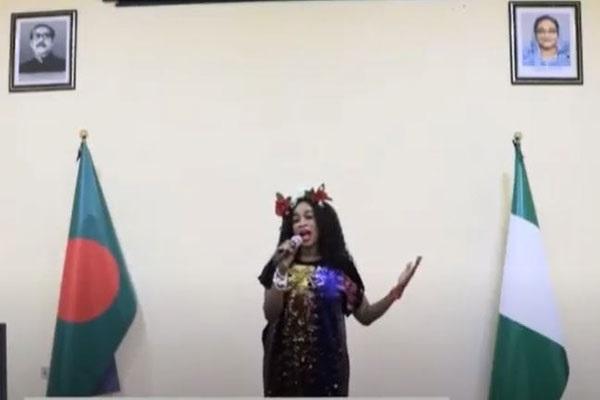 নাইজেরিয়ার শিল্পীর কণ্ঠে 'যদি রাত পোহালে শোনা যেত বঙ্গবন্ধু মরে নাই'