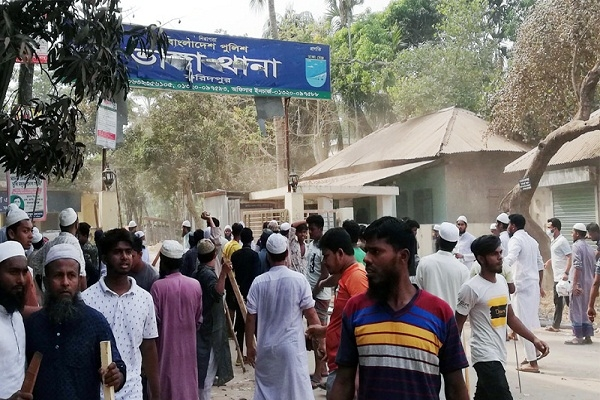 ফরিদপুরে ভাঙ্গা থানায় হেফাজতের হামলা, আহত ৬ পুলিশ