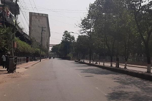 কঠোরভাবেই 'লকডাউন' হচ্ছে রাজধানীর সর্বত্র, মানুষের উপস্থিতি নেই বললেই চলে