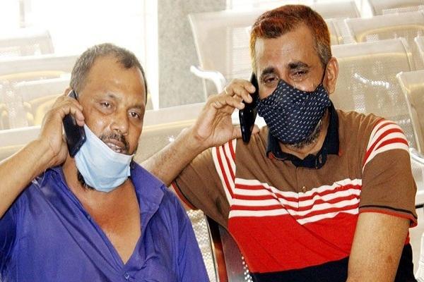 হাসপাতালে বাবার আকুতি 'আল্লাহ, পরিবারের সদস্যদের বাঁচিয়ে দেন'