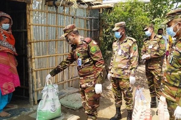 কর্মহীন দরিদ্র্য মানুষের পাশে বাংলাদেশ সেনাবাহিনী