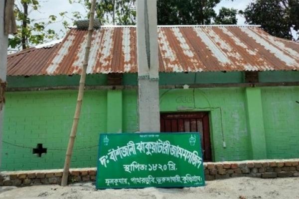 ভারতীয় বিএসএফ এর বাধায় ২০০ বছরের পুরনো মসজিদের সংস্কার কাজ বন্ধ