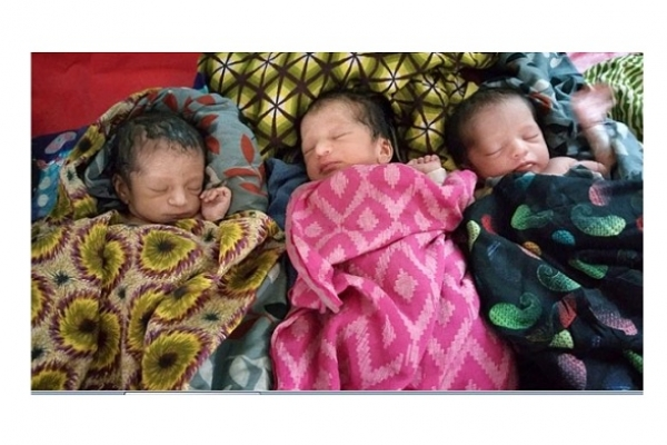 একসঙ্গে তিন ফুটফুটে কন্যা সন্তানের জন্ম সহ মোট ৫ কন্যা সন্তান হ্ওয়ায় মা-বাবা মহাখুশি