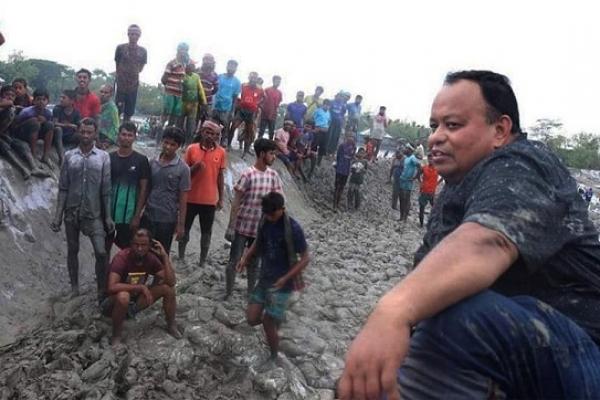 জনগণের 'কাদা ছোড়া' নিয়ে যা বললেন এমপি আক্তারুজ্জামান