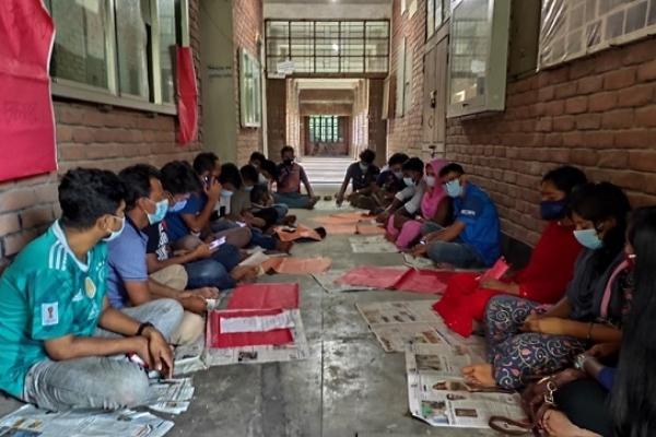 পরীক্ষা-ক্লাসের দাবিতে আমরণ অনশনে জাহাঙ্গীরনগর বিশ্ববিদ্যালয়ের শিক্ষার্থীরা