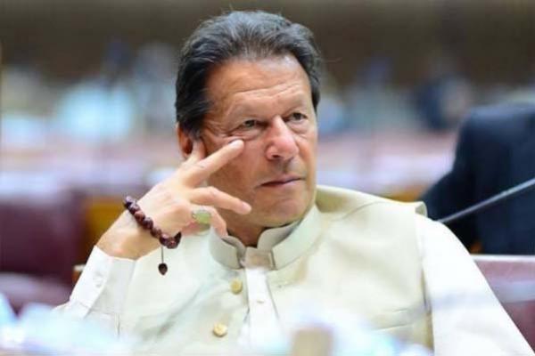 পোশাক নয় মেয়ের ধর্ষণের জন্য ধর্ষকই দায়ী: ইমরান খান