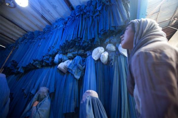 আফগান সরকারের পতনের পরই কাবুলে বোরকা কেনার হিড়িক