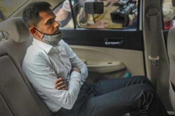 এবার শাহরুখ-পুত্রকে আট'ক করা সেই সমীর ও'য়াং'খেড়ের ওপর ন'জরদা'রি