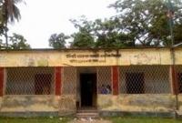 ঝুঁকিপূর্ণ উদিবাড়ী দায়রাপাক সরকারী প্রাথমিক বিদ্যালয়, ঘটতে পারে বড় দুর্ঘটনা