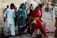 ধর্মান্তরিত হতে বাধ্য করায় পাকিস্তান ছাড়ছেন হিন্দুরা