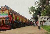বাংলাদেশিকে-করোনা-রোগী-বলে-বিনা-টিকিটে-গার্ডের-হাতে-তুলে-দেন-ভারতীয়-গার্ড
