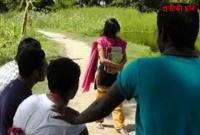 স্কুলছাত্রীকে-রাস্তার-মধ্যে-জাপটে-ধরে-প্রেম-নিবেদন-অতঃপর…