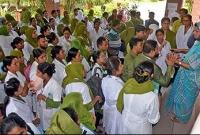 কলেজের-বাথরুমে-ছাত্রীর-দেহ-তল্লাশীতে-পুরুষ--চারদিকে-তোলপাড়