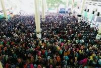 অগ্রিম-টিকিট-বিক্রির-শেষ-দিনে-জনসমুদ্রে-কমলাপুর-রেল-স্টেশনে