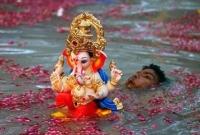 ভারতে--গণেশ--বিসর্জন-দিতে-গিয়ে-পানিতে-ডুবে-১৮-জনের-মৃত্যু