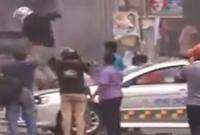 নয়াপল্টনে-বিএনপি-অফিসের-সামনে-রণক্ষেত্র-পুলিশের-গাড়িতে-আগুন-ভাঙচুর