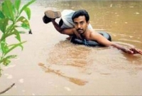 ১৯-বছর-ধরে-নদী-সাঁতরে-স্কুলে-যান-এ-শিক্ষক-
