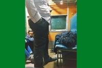 সারারাত-ট্রেনে-শুধু-বউ-একটু-আরাম-করে-ঘুমাবে-বলেই-লোকটা-সারারাত-দাঁড়িয়ে