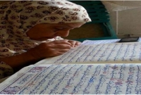 নিজ-হাতে-পবিত্র-কোরআন-শরিফ-লিখে-অনন্য-কীর্তি-স্থাপন-করেছেন-৭৫-বছরের-নারী