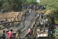 বেইলি সেতু ভেঙে ট্রাক নদীতে, ২ জন নিহত