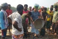 লুঙ্গি পরে শ্রমিকের বেশে ঢালাই কাজে এমপি জগলুল
