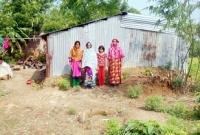 মা-মেয়ে-নাতনি-তিন-প্রজন্মই-বিধবা-সংসার-চলছে-ভিক্ষায়