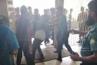 বঙ্গবন্ধু শেখ মুজিব মেডিকেল বিশ্ববিদ্যালয়ে আন্দোলনরত চিকিৎসকদের ওপর পুলিশের লাঠিচার্জ