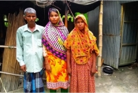 বিনে-পয়সায়-পুলিশে-চাকরি-পেয়ে-আনন্দে-কাঁদলেন-চা-বিক্রেতার-মেয়ে