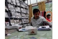 বিআরটিএ-অফিসের-ঘুষ-গ্রহণের-ভিডিও-প্রকাশ-করে-নিরাপত্তাহীনতায়-যুবক
