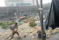 যাত্রাবাড়ীতে-হঠাৎ-প্রচণ্ড-বৃষ্টির-স্রোতে-ভেসে-গেল-সব