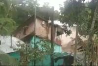 মুহূর্তেই-দোতলা-বাড়িটি-তলিয়ে-গেল-শঙ্খ-নদে-কান্নায়-ভেঙে-পড়েন-বাসিন্দারা