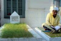 ৯১-বছর-ধরে-কবরের-পাশে-অবিরাম-কোরআন-তেলাওয়াত-একদিনের-জন্যও-তা-বন্ধ-হয়নি-