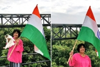 ভারতের-পতাকা-হাতে-তসলিমার-স্বাধীনতা-দিবস-উদ্যাপন