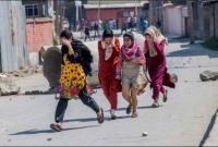 কাশ্মীরে-সবচেয়ে-বেশি-ভোগান্তি-পোহাতে-হচ্ছে-মেয়েদের