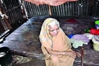 জমি-লিখে-নিয়ে-৯০-বছর-বয়সী-এই-মা-কে-গোয়ালঘরে-থাকতে-দিলেন-সন্তানেরা-