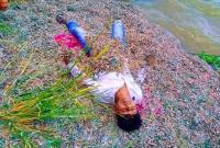 টাকার-স্তূপ-দেখে-আত্মহারা-যুবকের-কাণ্ড-মুহূর্তেই-ভাইরাল