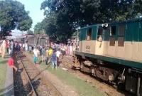 রংপুরে-ভয়াবহ-ট্রেন-দুর্ঘটনা-দুমড়ে-মুচড়ে-গেছে-দুই-বগি