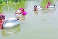 থৈথৈ-দুটো-খালে-সাঁতার-কেটে-প্রতিদিন-স্কুলে-যায়-দরিদ্র-পরিবারের-চার-কন্যা-