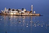 বিস্ময়কর-শোনালেও-বাস্তব-সমুদ্রে-ডুবে-না-হাজী-আলি-শাহ-বুখারি`র-মাজার-