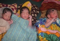একসঙ্গে ৩ সন্তানের জন্ম দিলেন মাগুরার রাশিদা!