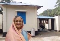 -শেখ-হাসিনা-আজীবন-ক্ষমতায়-থাকুক--নতুন-ঘর-পেয়ে-খুশিতে-কেঁদে-বললেন-হতদরিদ্ররা