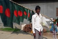 দেশের-প্রতি-ভালোবাসার-টানে-১৬-বছর-ধরে-পতাকা-বিক্রি-করেন-শফিক-মিয়া