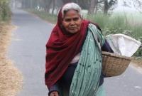 সন্তানের-কাছে-হয়নি-ঠাঁই-নিজ-প্রচেষ্টায়-স্বাবলম্বী-৭০-বছরের-'ডিম-দাদি'-রাবেয়া