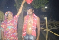 স্ত্রীকে-তালাকের-পর-দুধ-দিয়ে-গোসল-গ্রামে-খিচুড়ি-উৎসব