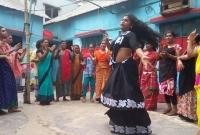 জো-র-করে-কোলে-তুলে-দেড়ঘণ্টা-উদ্দাম-নাচ-হিজড়াদের--অ-ত্যাচা-রে--নবজাতকের-মৃ-ত্যু-