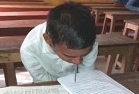 মুখ-দিয়ে-লিখে-এবারের-এসএসসি-পরীক্ষা-দিচ্ছে-বাবা-মা-হারানো-এই-শিক্ষার্থী-
